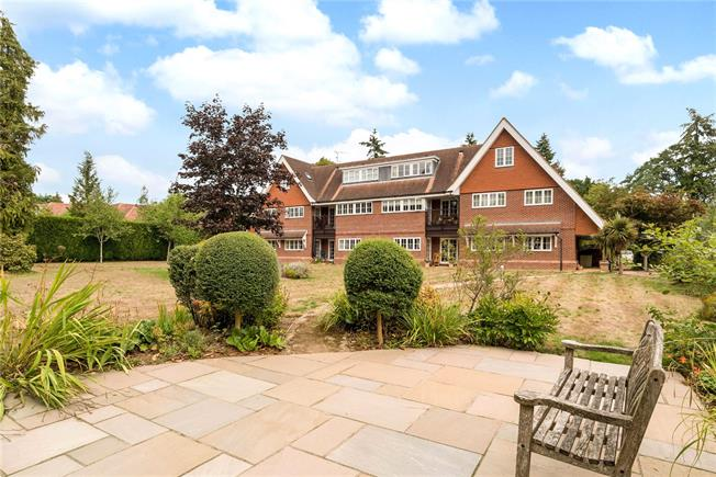Guide Price £425,000, 2 Bedroom Flat For Sale in Farnham, GU9