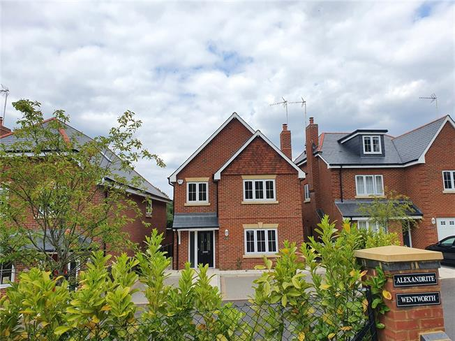 Guide Price £795,000, 5 Bedroom Detached House For Sale in Farnham, GU10