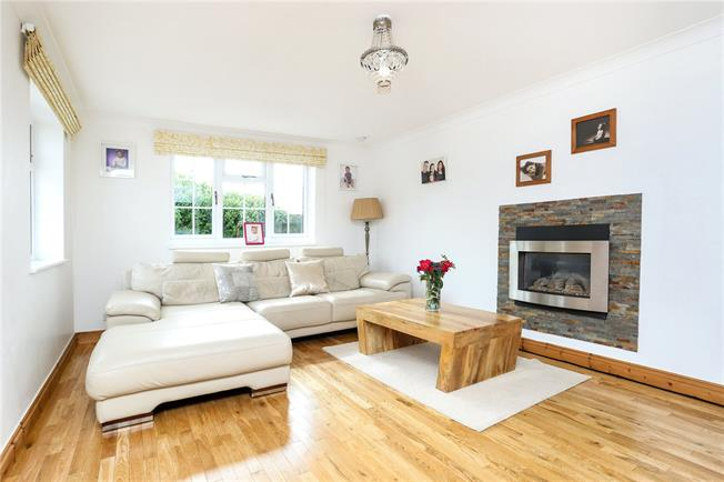 Guide Price £425,000, 3 Bedroom Bungalow For Sale in Surrey, GU9
