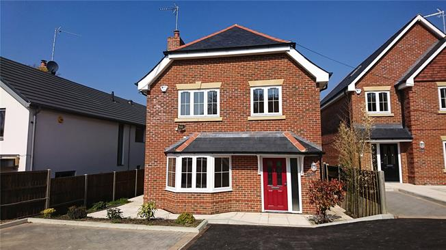 Guide Price £795,000, 4 Bedroom Detached House For Sale in Rowledge, GU10
