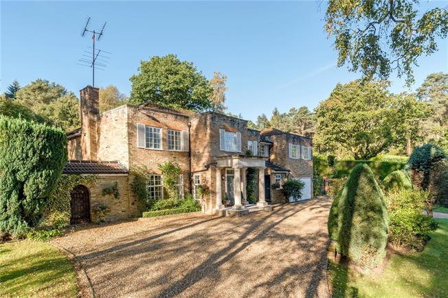 Guide Price £1,400,000, 5 Bedroom Detached House For Sale in Farnham, Surrey, GU10