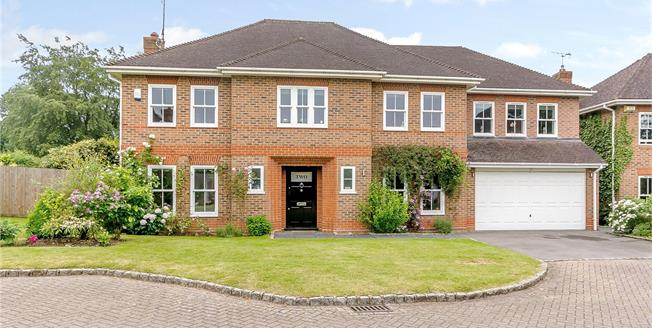Guide Price £1,195,000, 6 Bedroom Detached House For Sale in Wrecclesham, GU10