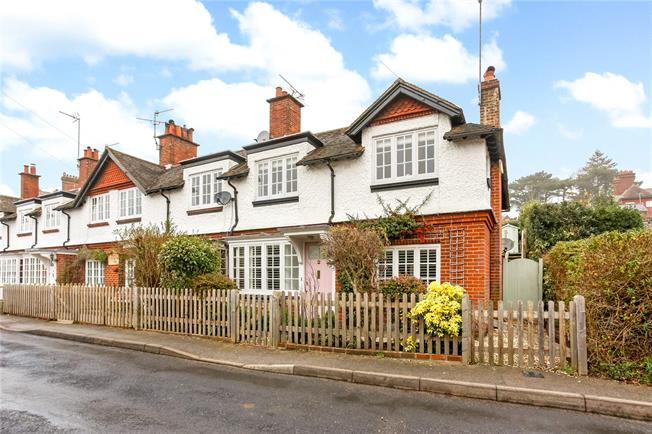 Guide Price £525,000, 3 Bedroom End of Terrace House For Sale in Frensham, GU10