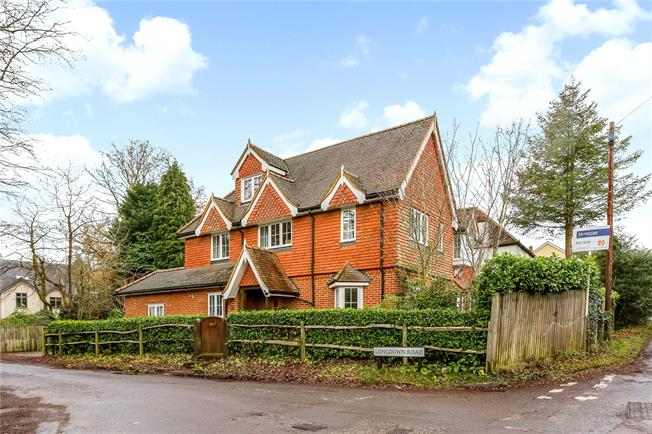 Guide Price £925,000, 5 Bedroom Detached House For Sale in Farnham, Surrey, GU10