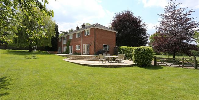 Guide Price £1,850,000, 5 Bedroom Detached House For Sale in Farnham, GU10