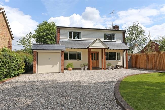 Guide Price £895,000, 4 Bedroom Detached House For Sale in Rowledge, GU10