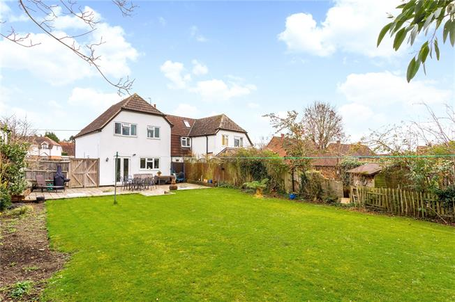 Guide Price £535,000, 4 Bedroom Semi Detached House For Sale in Tongham, GU10