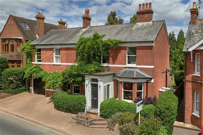Guide Price £1,000,000, 3 Bedroom Detached House For Sale in Farnham, GU9