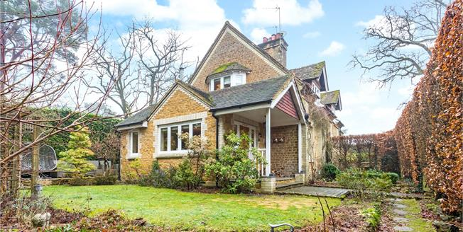 Guide Price £695,000, 3 Bedroom Semi Detached House For Sale in Churt, GU10