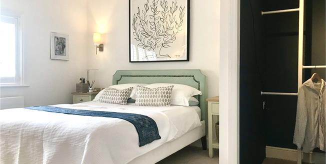 Offers in excess of £300,000, 1 Bedroom Flat For Sale in Farnham, GU9