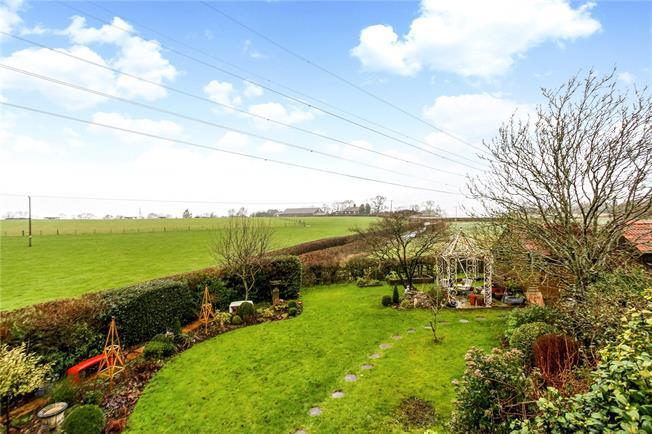 Guide Price £550,000, 3 Bedroom Semi Detached House For Sale in Farnham, GU10