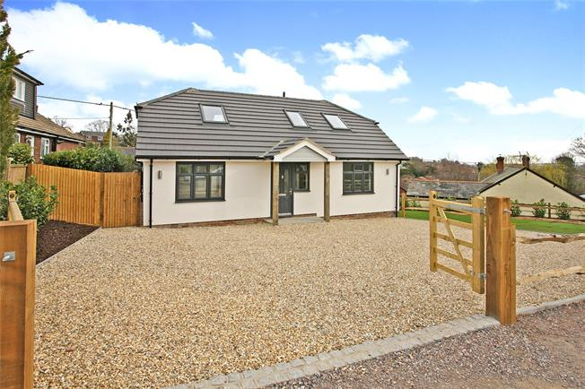 Guide Price £595,000, 4 Bedroom Detached House For Sale in Farnham, GU9