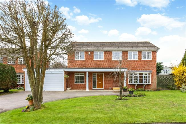 Offers in excess of £600,000, 4 Bedroom Detached House For Sale in Farnham, GU9