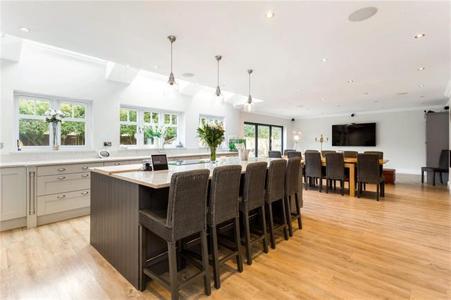 Guide Price £1,625,000, 7 Bedroom Detached House For Sale in Frensham, GU10