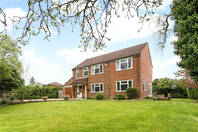 Guide Price £875,000, 6 Bedroom Detached House For Sale in Wrecclesham, GU10