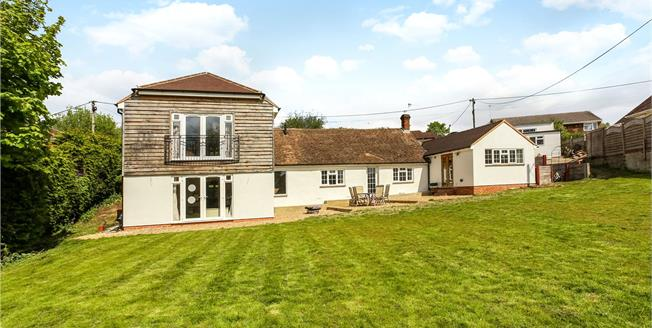 Guide Price £850,000, 5 Bedroom Detached House For Sale in Surrey, GU9