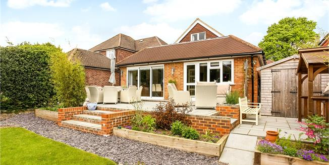 Guide Price £569,995, 3 Bedroom Detached House For Sale in Farnham, GU9