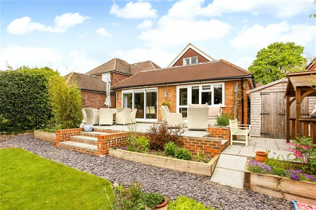 Guide Price £569,995, 3 Bedroom Detached House For Sale in Surrey, GU9
