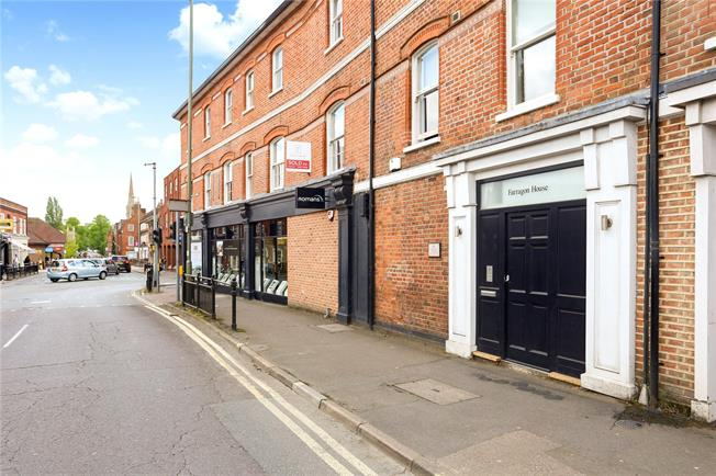 Guide Price £339,950, 2 Bedroom Flat For Sale in Farnham, GU9