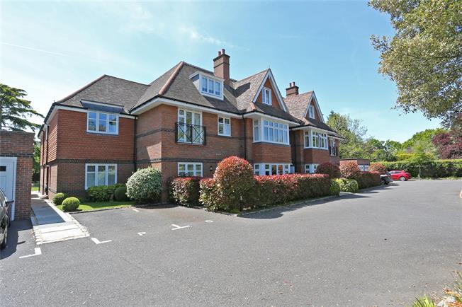 Guide Price £485,000, 2 Bedroom Flat For Sale in Farnham, GU9