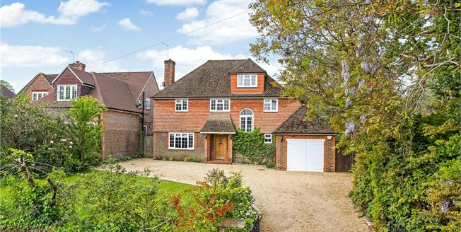 Guide Price £1,400,000, 5 Bedroom Detached House For Sale in Farnham, GU9