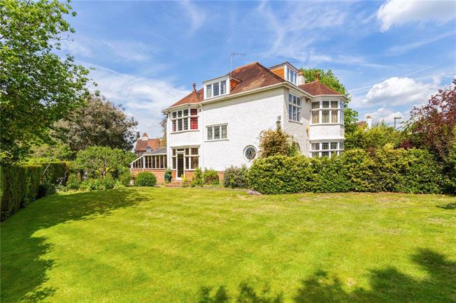 Guide Price £1,150,000, 5 Bedroom Detached House For Sale in Farnham, GU9