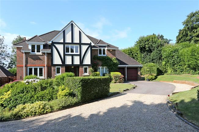 Guide Price £1,250,000, 5 Bedroom Detached House For Sale in Upper Hale, GU9