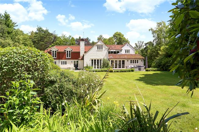 Guide Price £1,895,000, 5 Bedroom Detached House For Sale in Farnham, Surrey, GU10