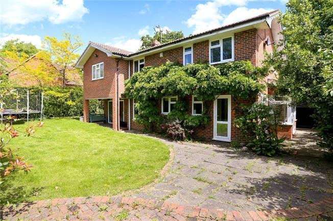 Guide Price £675,000, 4 Bedroom Detached House For Sale in Farnham, Surrey, GU10