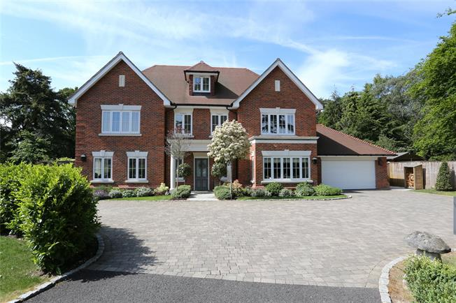 Guide Price £2,500,000, 6 Bedroom Detached House For Sale in Farnham, GU9