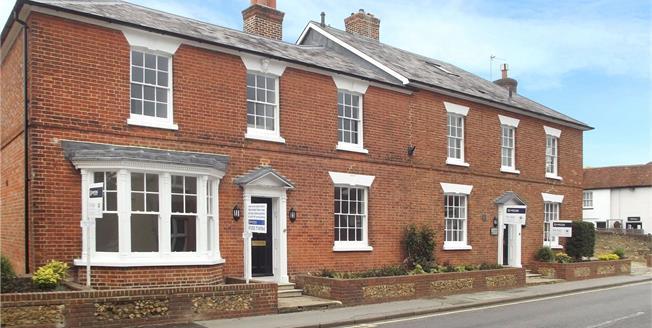 Guide Price £430,000, 3 Bedroom Flat For Sale in Farnham, GU9