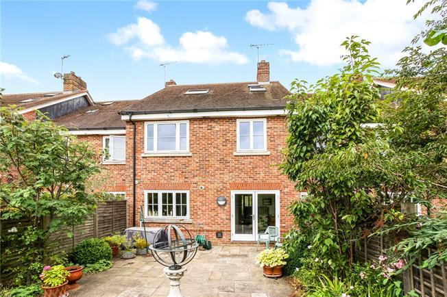 Guide Price £750,000, 4 Bedroom Mews House For Sale in Farnham, GU9