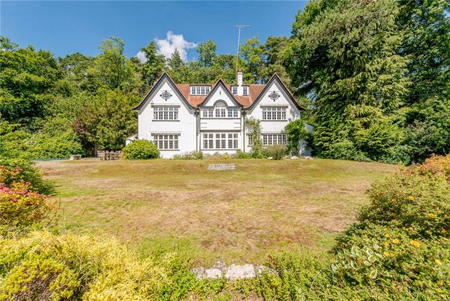 Guide Price £2,500,000, 6 Bedroom Detached House For Sale in Farnham, Surrey, GU10