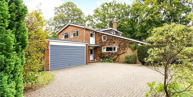 Guide Price £800,000, 4 Bedroom Detached House For Sale in Farnham, Surrey, GU10