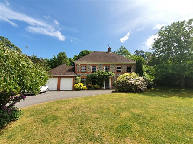Guide Price £1,250,000, 5 Bedroom Detached House For Sale in Farnham, Hampshire, GU10