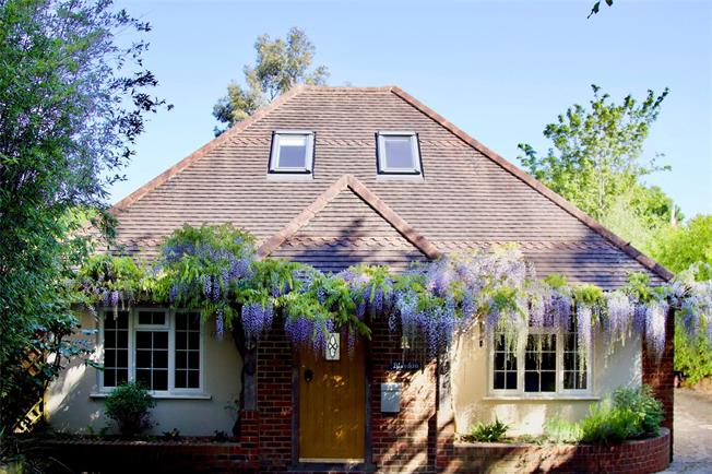 Guide Price £795,000, 4 Bedroom Bungalow For Sale in Farnham, Surrey, GU10