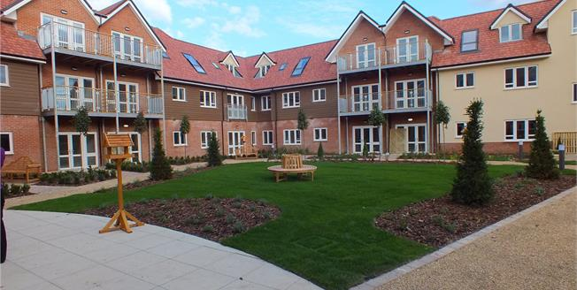 Guide Price £320,000, 2 Bedroom Flat For Sale in Hampshire, GU52