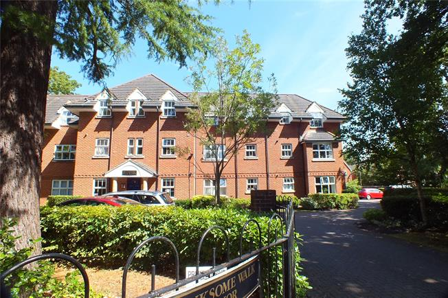 Guide Price £150,000, 1 Bedroom Flat For Sale in Fleet, GU51
