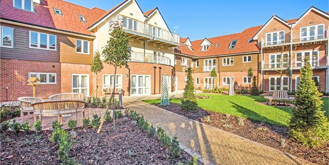 Guide Price £351,000, 2 Bedroom Flat For Sale in Church Crookham, GU52