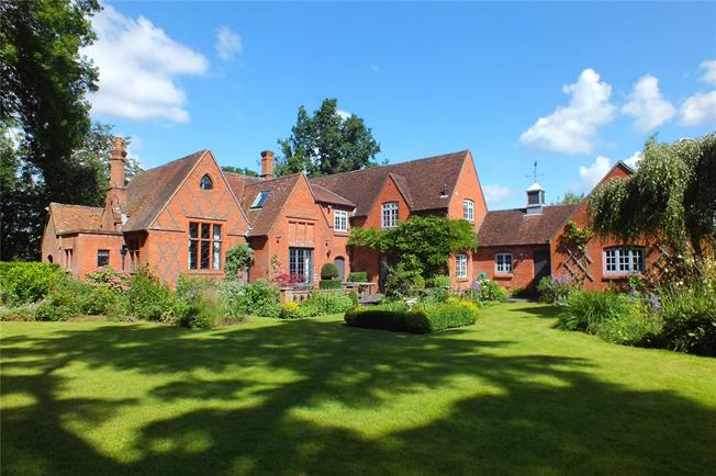 Guide Price £1,350,000, 4 Bedroom Detached House For Sale in Elvetham, RG27