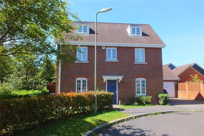 Guide Price £550,000, 5 Bedroom Detached House For Sale in Fleet, GU51