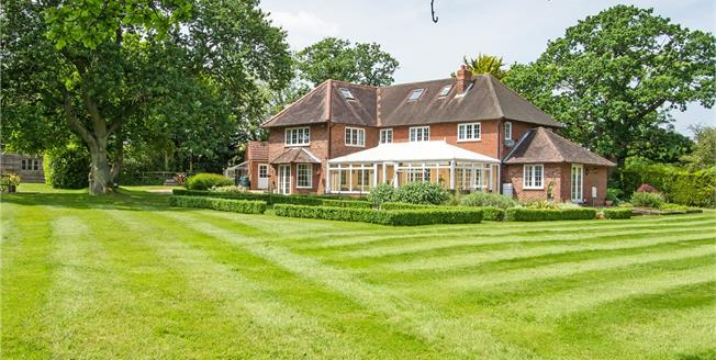 Guide Price £1,750,000, 5 Bedroom Detached House For Sale in Odiham, RG29