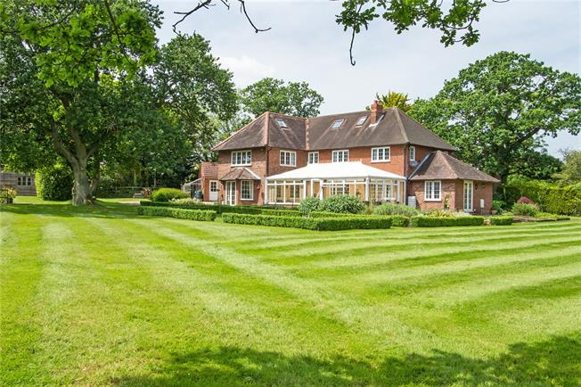Guide Price £1,850,000, 5 Bedroom Detached House For Sale in Hook, Hampshire, RG29