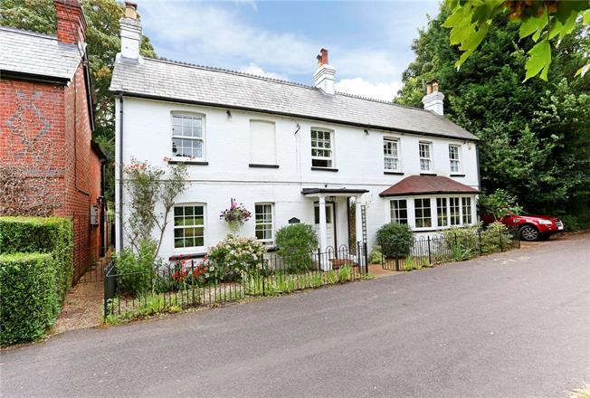 Guide Price £800,000, 4 Bedroom Detached House For Sale in Hampshire, GU46