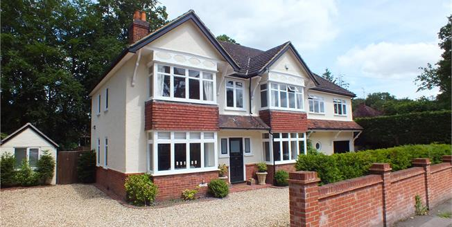 Guide Price £800,000, 5 Bedroom Detached House For Sale in Hampshire, GU14