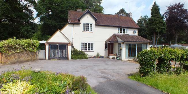 Guide Price £800,000, 4 Bedroom Detached House For Sale in Fleet, Hampshire, GU52
