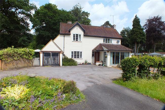 Guide Price £750,000, 4 Bedroom Detached House For Sale in Fleet, Hampshire, GU52