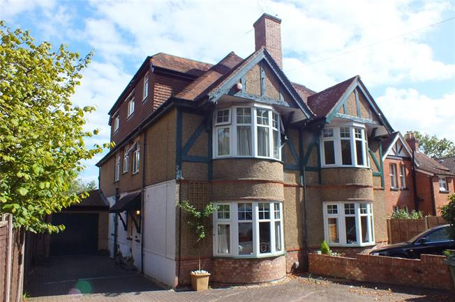 Guide Price £625,000, 5 Bedroom Semi Detached House For Sale in Fleet, GU51