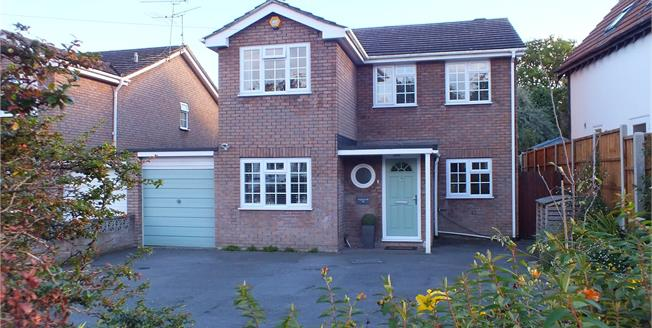 Guide Price £525,000, 4 Bedroom Detached House For Sale in Church Crookham, GU52