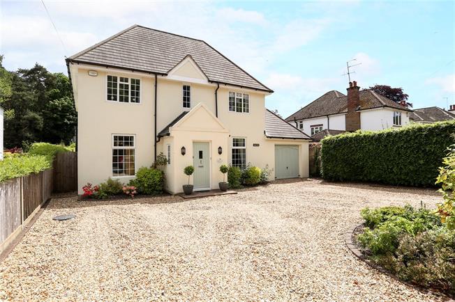 Guide Price £1,250,000, 6 Bedroom Detached House For Sale in Fleet, GU51